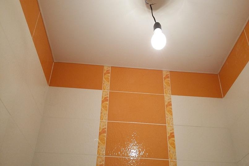 натяжные потолки в туалет 1